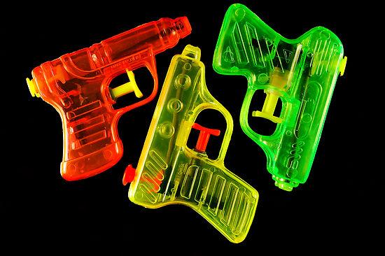 204352-12-squirt-guns